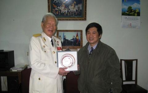 Nguyên Chủ tịch Nước Đại tướng Lê Đức Anh và Tiến sĩ Luật Cù Huy Hà Vũ