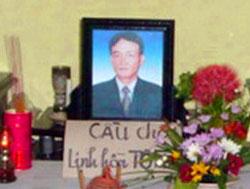 Bàn thờ đơn sơ của anh Nguyễn Thành Năm bị công an đánh đến chết ở Cồn Dầu. RFA file