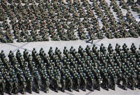 Qu�n đội Trung Quốc tập trung tại quảng trường ở thủ phủ Urumqi.
